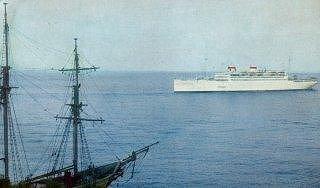 'Адмирал Нахимов' выходит из ялтинского порта